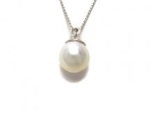 Girocollo in oro 750/1000 bianco con perla coltivata Australiana